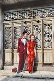Kinesiska modeller poserar för att gifta sig forsen, Hengdian, Kina Arkivfoton