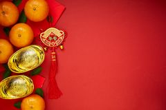 Kinesiska mynt av lycka eller kinesiska kinesiska guldtackor för fnuren och Royaltyfri Bild