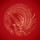 Kinesiska tappningPhoenix beståndsdelar på klassisk röd bakgrund Arkivfoto