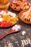 Kinesiska traditionella örter eller nära övre för medicin Arkivfoto