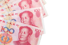 Kinesiska yuansedlar som isoleras på vit Arkivbild