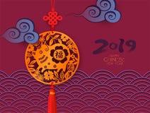 Kinesiskt baner för nytt år Guld- hänge med svinet och lyckafnuren Zodiaksymbol av affischdesignen 2019 royaltyfri bild