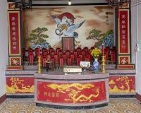 Kinesiskt buddistiskt altare, Cantonese aula i Hoi An arkivbild