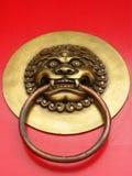 kinesiskt dörrhandtag arkivbild