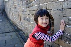 kinesiskt flickaleende arkivbilder