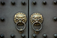 kinesiskt gammalt dörrhandtag Arkivbild