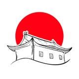 Kinesiskt hus och röd sol Arkivbild