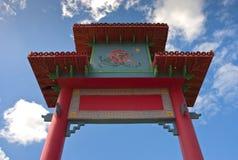 kinesiskt ingångstecken till townen Arkivfoto
