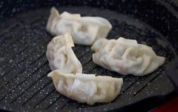 Kinesiskt kök, hemlagad panna stekte klimpar Arkivbilder