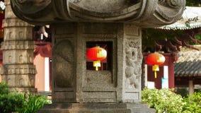 Kinesiskt landskap och hängande lyktor Arkivbild
