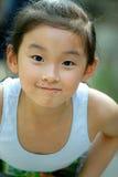 kinesiskt leende för barn arkivbilder