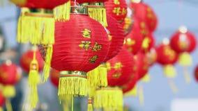 Kinesiskt lyktor för nytt år smsar medel har rikedom och lyckligt stock video