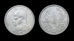 Kinesiskt mynt med bild av presidenten Yuan Shikai Fotografering för Bildbyråer