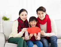 kinesiskt nytt år asiatisk familj med lyckönskangest royaltyfri foto