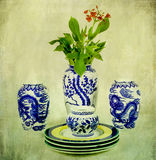 Kinesiskt porslin för tappning med blomman Arkivbilder