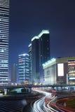 kinesiskt stadsnattlandskap shanghai royaltyfria bilder