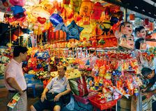 Kineskvarteret Singapore, firar Mooncakefestivalen (den mitt- hösten) royaltyfria bilder