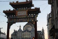 Kineskvarterport i Antwerp arkivbilder
