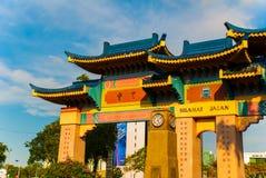Kineskvartervälkomnandeport, ingången till kineskvarteret sarawak städer royaltyfri fotografi