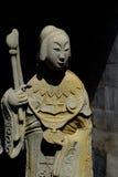 Kinesskulpturer i tempel arkivbilder