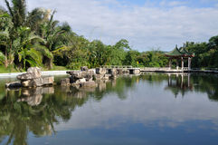 Kinesträdgård i Sanya Arkivfoto