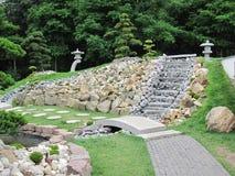 Kinesträdgård med trappa för en springbrunn Royaltyfri Fotografi