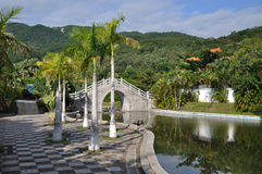 Kinesträdgård i Sanya Arkivbild