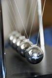 kinetic klockpendel royaltyfria foton