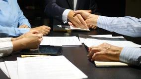 Kinetisch gedrag Gesticulatie van handen tijdens onderhandelingen Bedrijfs concept slow-motion 4k, stock video