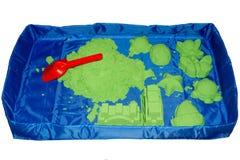 Kinetisch zand in een mobiele zandbak Stock Afbeeldingen