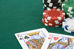 King and queen cards and poker chips Royalty Free Stock Photography