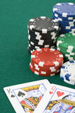 King and queen cards and poker chips Stock Photography