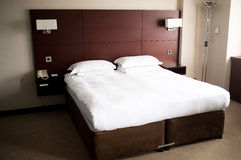 King sized bed in a suite Royalty Free Stock Photos