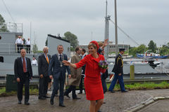 King Willem Alexander and Queen maxima leaving the minesweeper i Royalty Free Stock Images