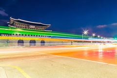 King& x27 Gyeongbokgung; парадный вход на ноче - Сеул дворца s, Республика Корея Стоковое Изображение