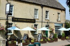 The Kingsbridge Inn. Public house in the Cotswold village of Bourton on the Water, Gloucestershire, UK stock photography