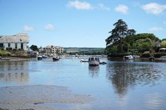 Kingsbridge ujście, Devon, łodzie i domy, Obraz Stock