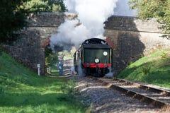 KINGSCOTE, SUSSEX/UK - 10月24日:蒸汽节日在蓝色的 免版税库存图片
