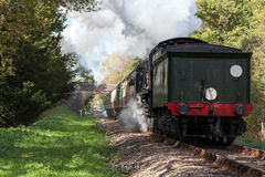KINGSCOTE, SUSSEX/UK - 10月24日:蒸汽节日在蓝色的 库存图片