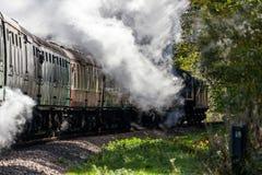 KINGSCOTE, SUSSEX/UK - 10月24日:蒸汽节日在蓝色的 库存照片