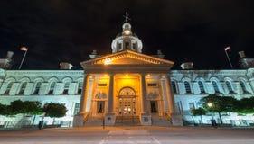 Kingston City Hall Ontario på natten Arkivfoto