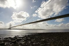 Kingston Upon Hull för flod för Humber bro korsning fotografering för bildbyråer