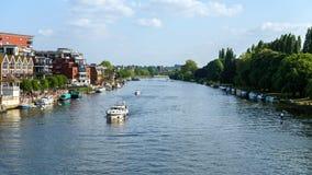 Kingston sobre el T?mesis, barcos de navegaci?n, Londres, Reino Unido, el 21 de mayo de 2018 fotos de archivo
