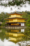 Kinkaku籍寺庙在京都 免版税库存图片