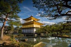 Kinkaku籍,金黄亭子,一个禅宗佛教徒寺庙在京都, 免版税图库摄影