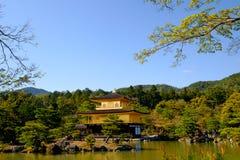 Kinkaku籍,金黄亭子,一个禅宗佛教徒寺庙在京都, 免版税库存图片