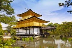 Kinkaku籍,金黄亭子,著名佛教寺庙在京都,日本 图库摄影
