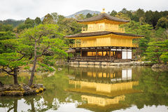 Kinkaku籍寺庙在京都 免版税图库摄影