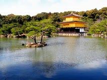 Kinkaku (het Gouden Paviljoen) Royalty-vrije Stock Foto's