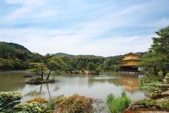 Kinkaku ji寺庙在日本 库存照片